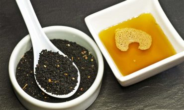 Olej z czarnuszki - wspaniały lek na dolegliwości trawienne i na oczyszczanie