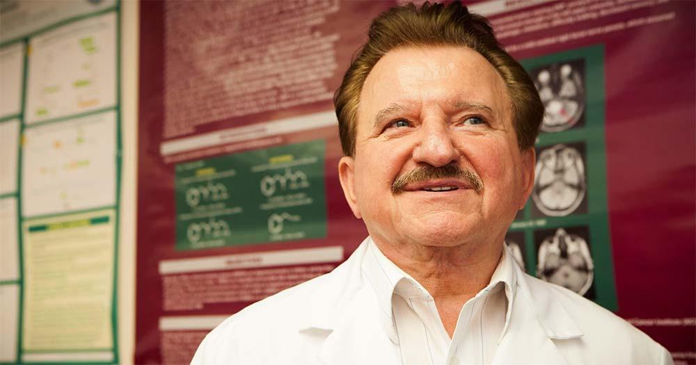 Dr Burzyński w walce z koncernami o skuteczne leczenie chorych na raka [film]