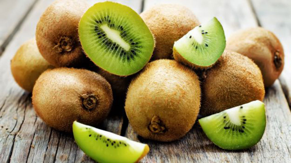 8 powodów, dla których warto jeść kiwi
