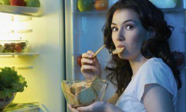 Dlaczego nie warto podjadać późnym wieczorem i w nocy