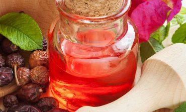 Olejek z dzikiej róży w pielęgnacji skóry