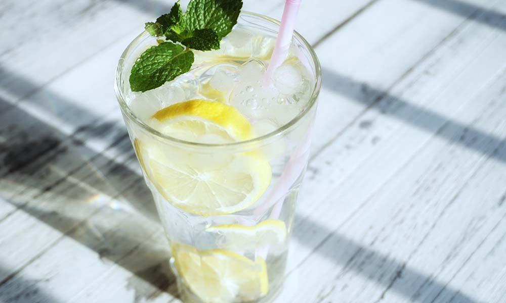 Dieta cytrynowa: zasady kuracji cytryną, jadłospis, efekty, przeciwwskazania