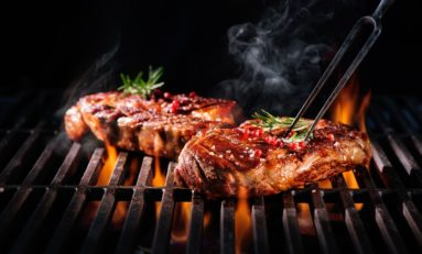Kobiety, które pokonały raka piersi nie powinny jeść grillowanego mięsa!